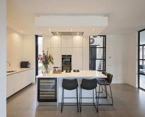 Keukenblok, design, modern, strak, staal, wit, wijn, bloemen,