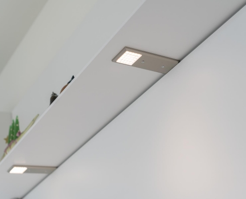 Licht detail in ophangsysteem keuken