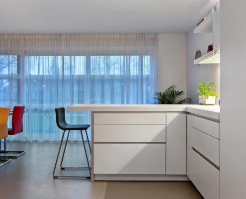 Witte strakke keuken licht stadshaege