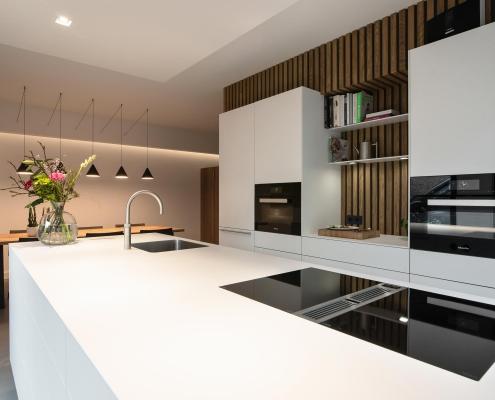 Strakke moderne keuken met eiland open keuken
